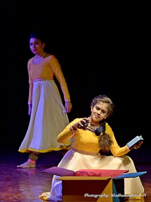 Thumri, Harini's story: 'In this world of speed and hurry, I am in search of my own space, my own world, my dreams.' From left to right - Shweta Bijoor and Harnishri BT. KEA Prabhath Rangamandira Auditorium, Bangalore, February 23, 2019. Image Credit: Madhussodhan SN.